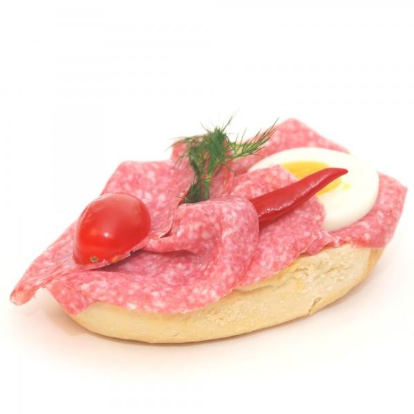 halbes belegtes Brötchen mit westfälischer Salami