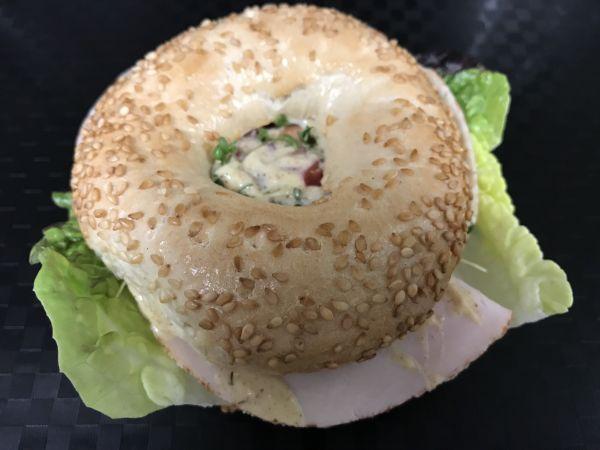 Sesambagel mit Hähnchenbrust, Stück